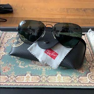 Rayban aviators Black w/ gunsmoke polarized lense